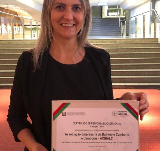 Acibalc é homenageada com certificado de Responsabilidade Social durante cerimônia na Alesc